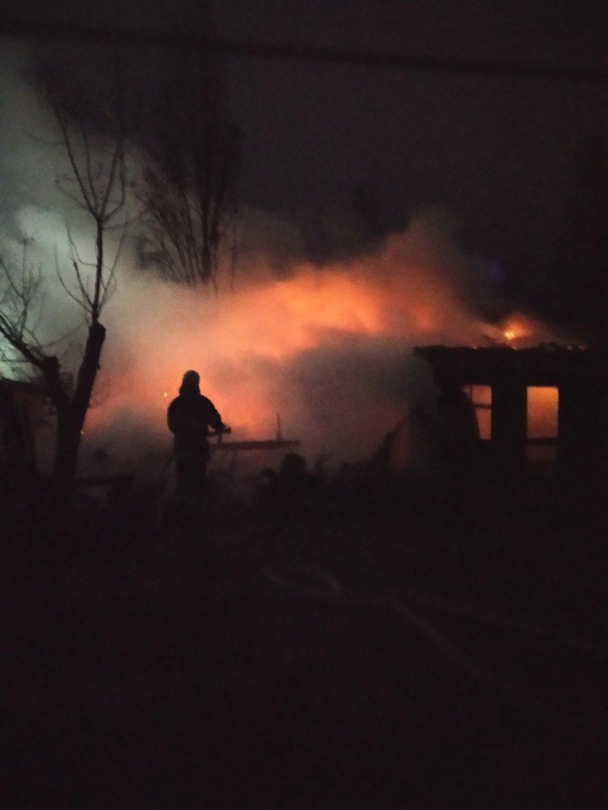 На рассвете в Затоке горела база отдыха: ее могли поджечь, - ФОТО, фото-2