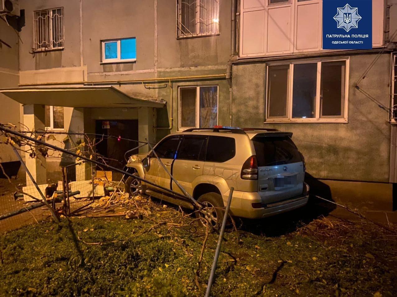 В Одессе нетрезвый водитель устроил погоню: его остановил подъезд дома, - ФОТО, ВИДЕО , фото-1