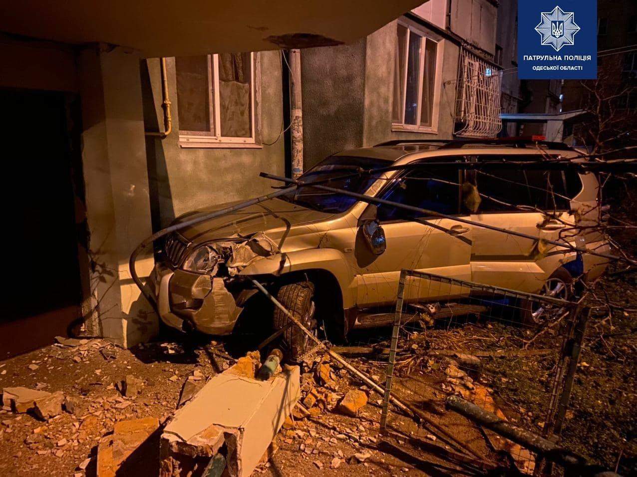 В Одессе нетрезвый водитель устроил погоню: его остановил подъезд дома, - ФОТО, ВИДЕО , фото-2