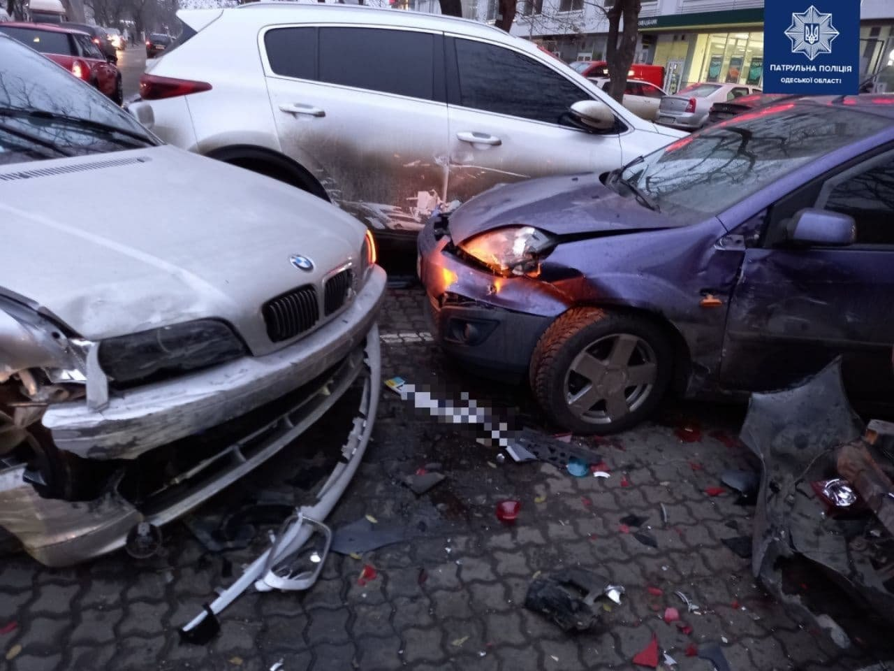 В Одессе автоледи на BMW разбила четыре машины, - ФОТО, ВИДЕО , фото-1