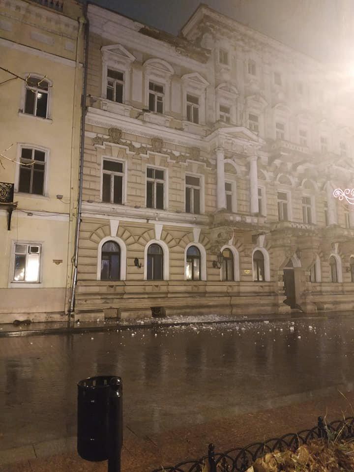 В центре Одессы обвалился карниз, - ФОТО, фото-3