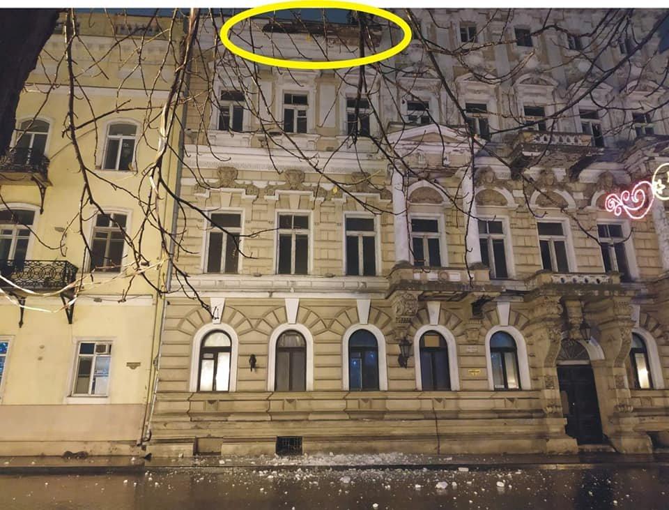 В центре Одессы обвалился карниз, - ФОТО, фото-2