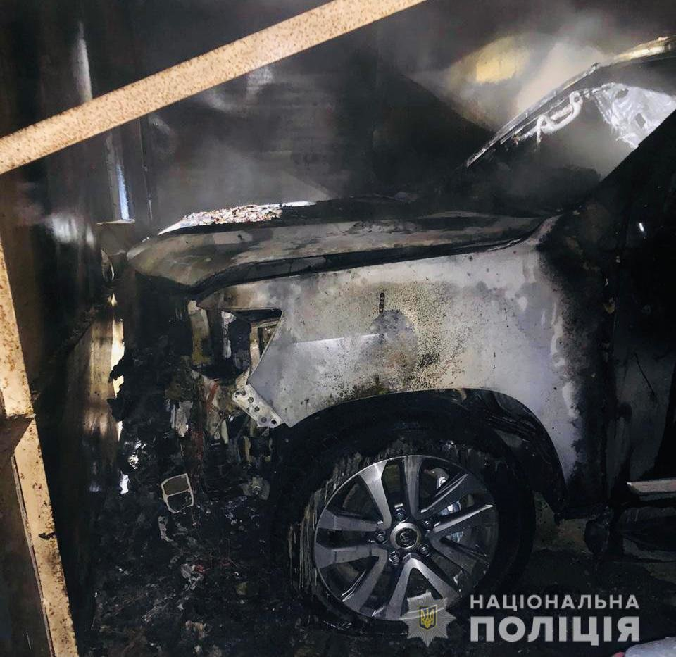 На рассвете в Одессе горел внедорожник, - ФОТО, фото-1