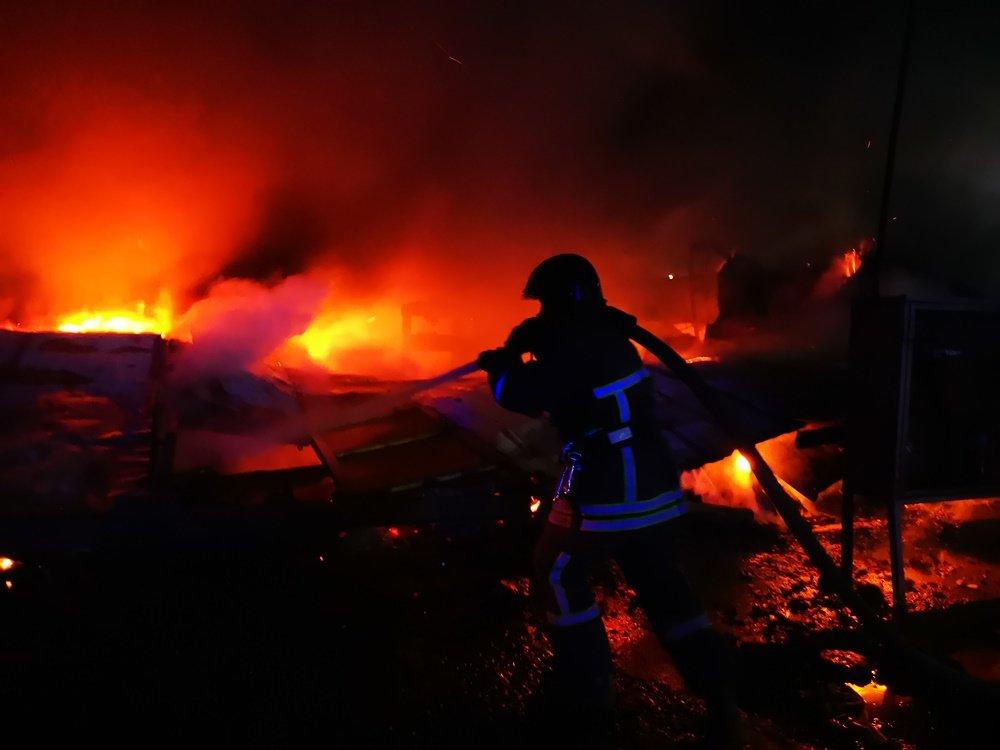 В Одессе 40 спасателей тушили пожар в ангаре, - ФОТО, фото-1