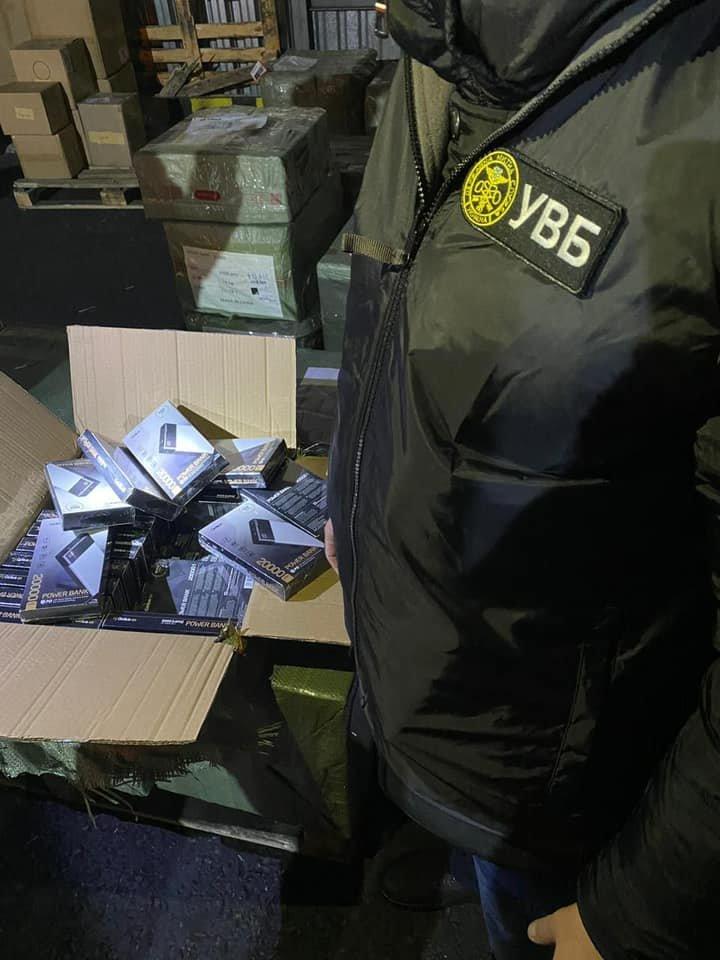 В Одесский порт прибыла партия незадекларированных аксессуаров для телефонов на 10 млн гривен, - ФОТО, фото-1