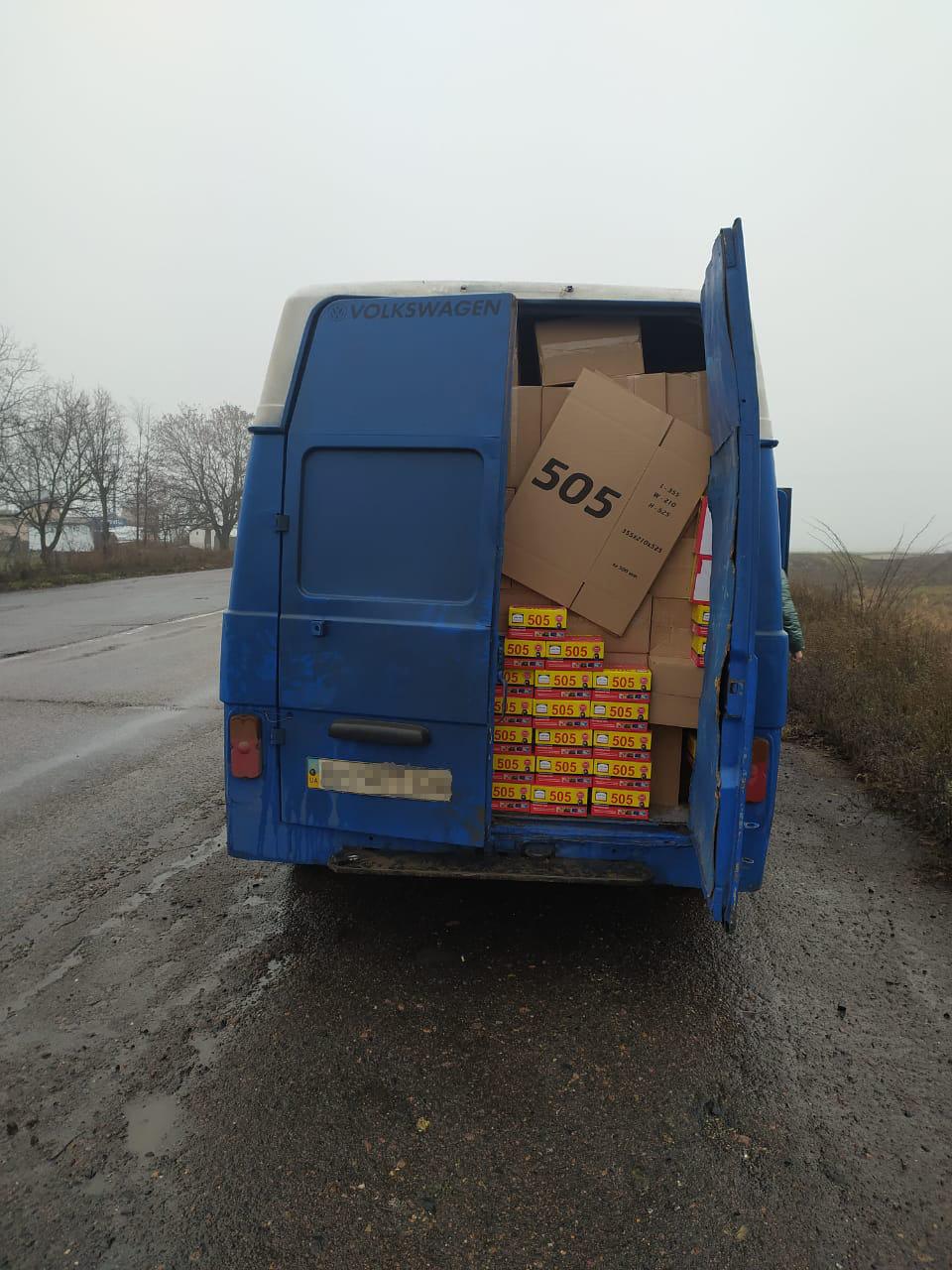 В Одесской области парень пытался провезти более ста тысяч тюбиков клея без документов, фото-1