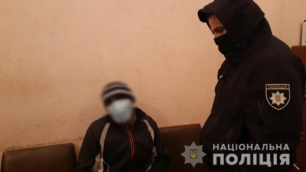 В Одесской области мужчина украл телефон из детской коляски и попал на камеру, - ФОТО, ВИДЕО, фото-1
