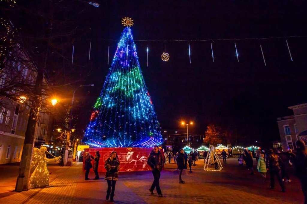 Новогодняя елка Хмельницка., ФОТО: Travels in ua
