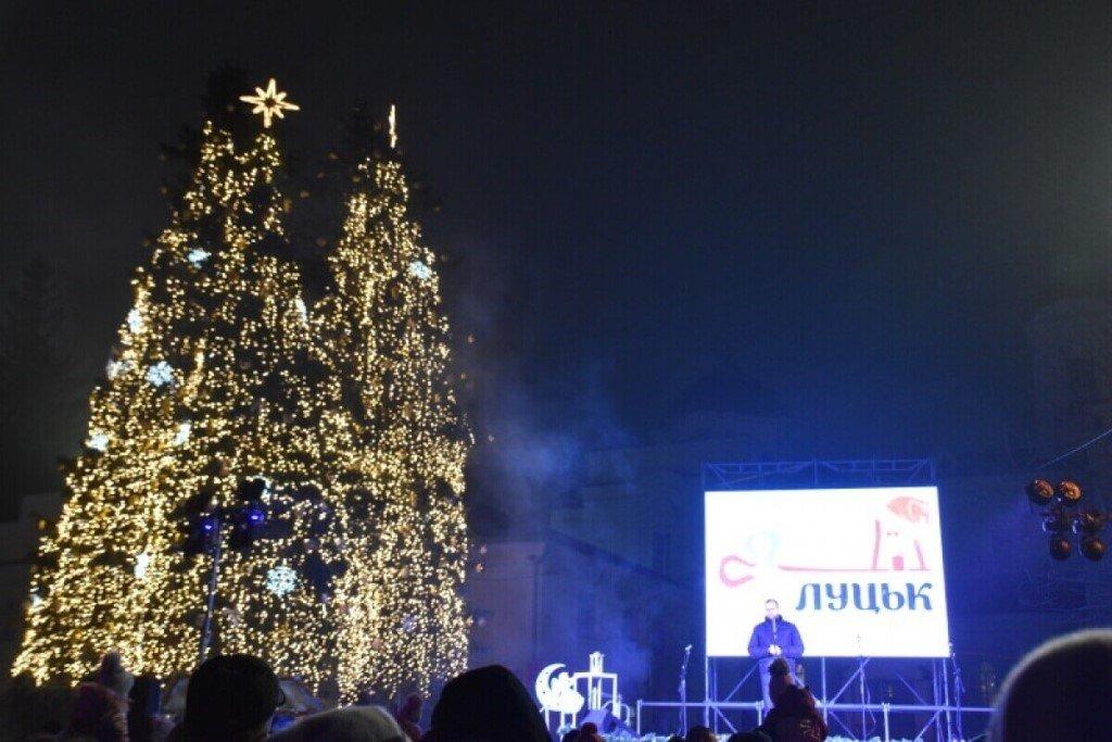 Новогодняя елка в Луцке, ФОТО: Travels in ua