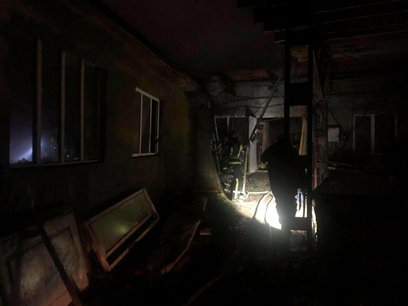 Под Одессой 22 пожарных тушили горящий склад, - ФОТО, фото-2