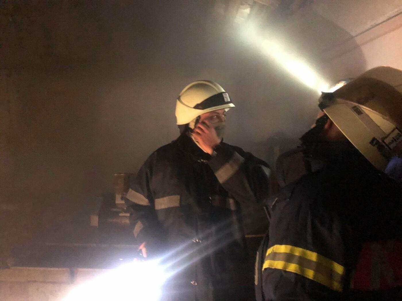 Под Одессой 22 пожарных тушили горящий склад, - ФОТО, фото-1