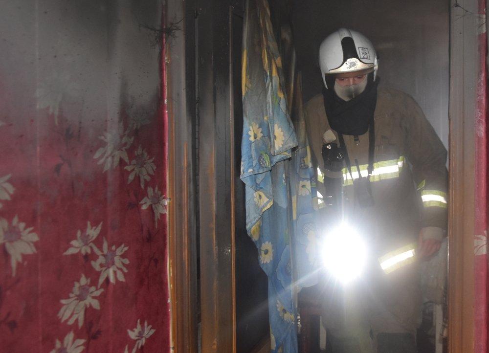 В Одессе пожарные спасли семью из горящей квартиры, - ФОТО, фото-22