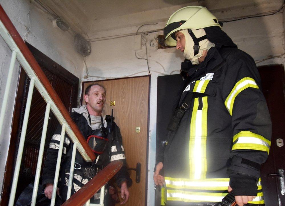 В Одессе пожарные спасли семью из горящей квартиры, - ФОТО, фото-44
