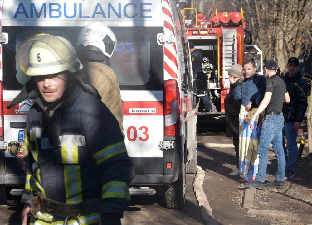 В Одессе пожарные спасли семью из горящей квартиры, - ФОТО, фото-55
