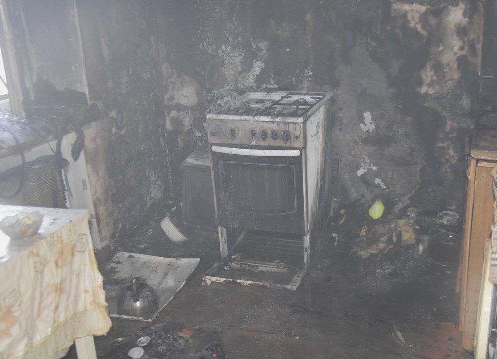 В Одессе пожарные спасли семью из горящей квартиры, - ФОТО, фото-33