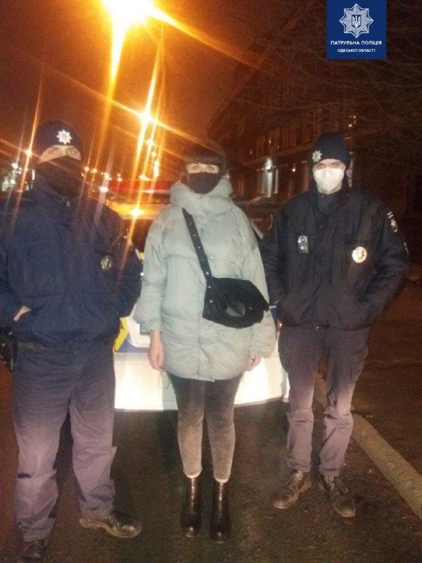 В Одессе патрульные пытались спасти собаку, которая попала под автомобиль, - ФОТО, фото-2