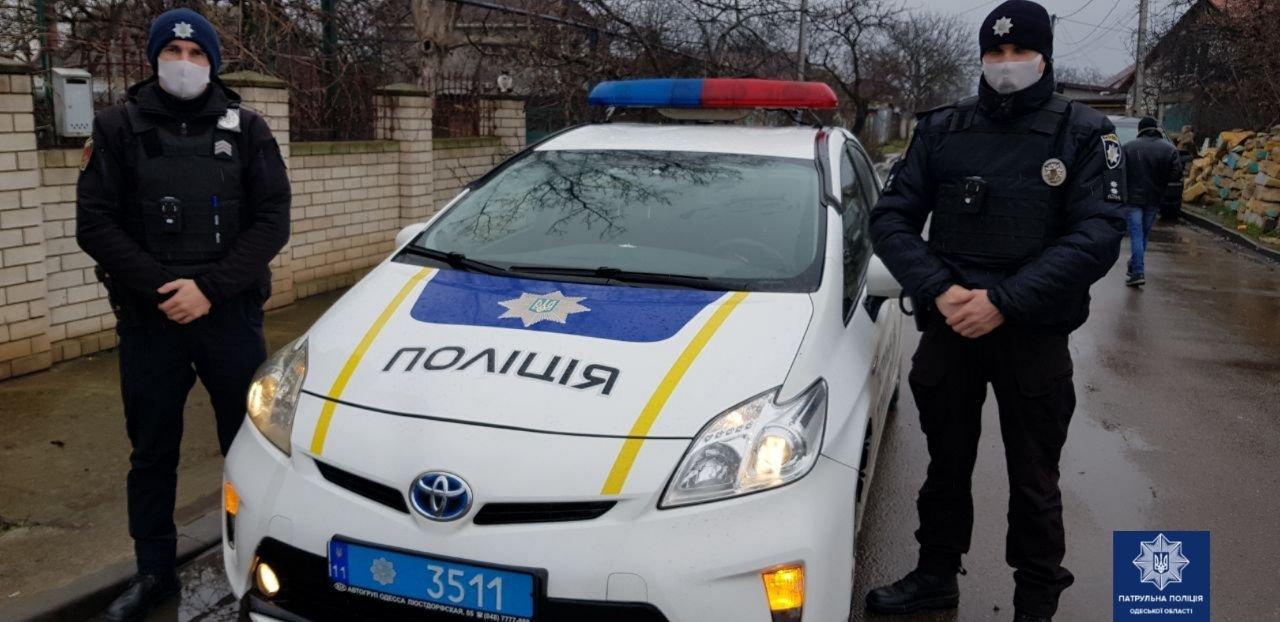 Экипаж патрульной полиции, которые спасли мужчину от самоубийства в Одессе.