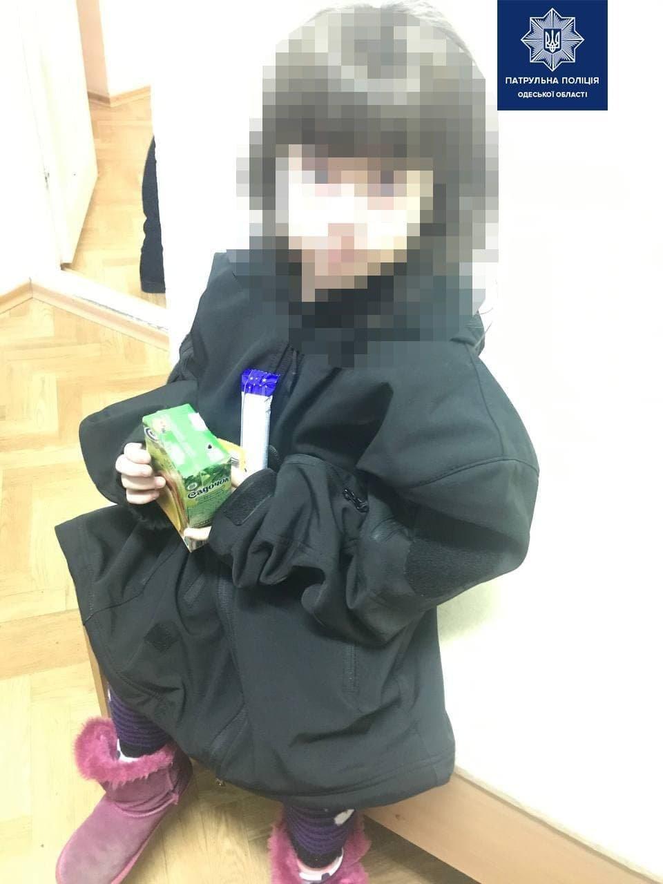 В Одессе четырехлетний ребенок гулял по улице один и без верхней одежды, - ФОТО, фото-2