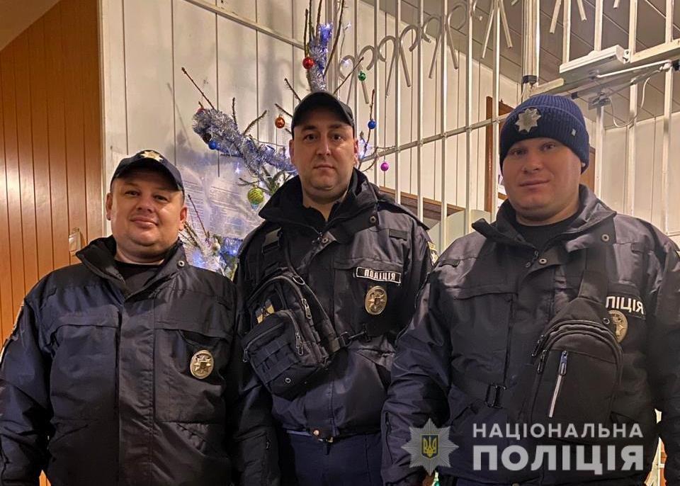 Поперхнулась едой: в Одесской области полицейские спасли задыхающуюся женщину, - ФОТО, фото-2
