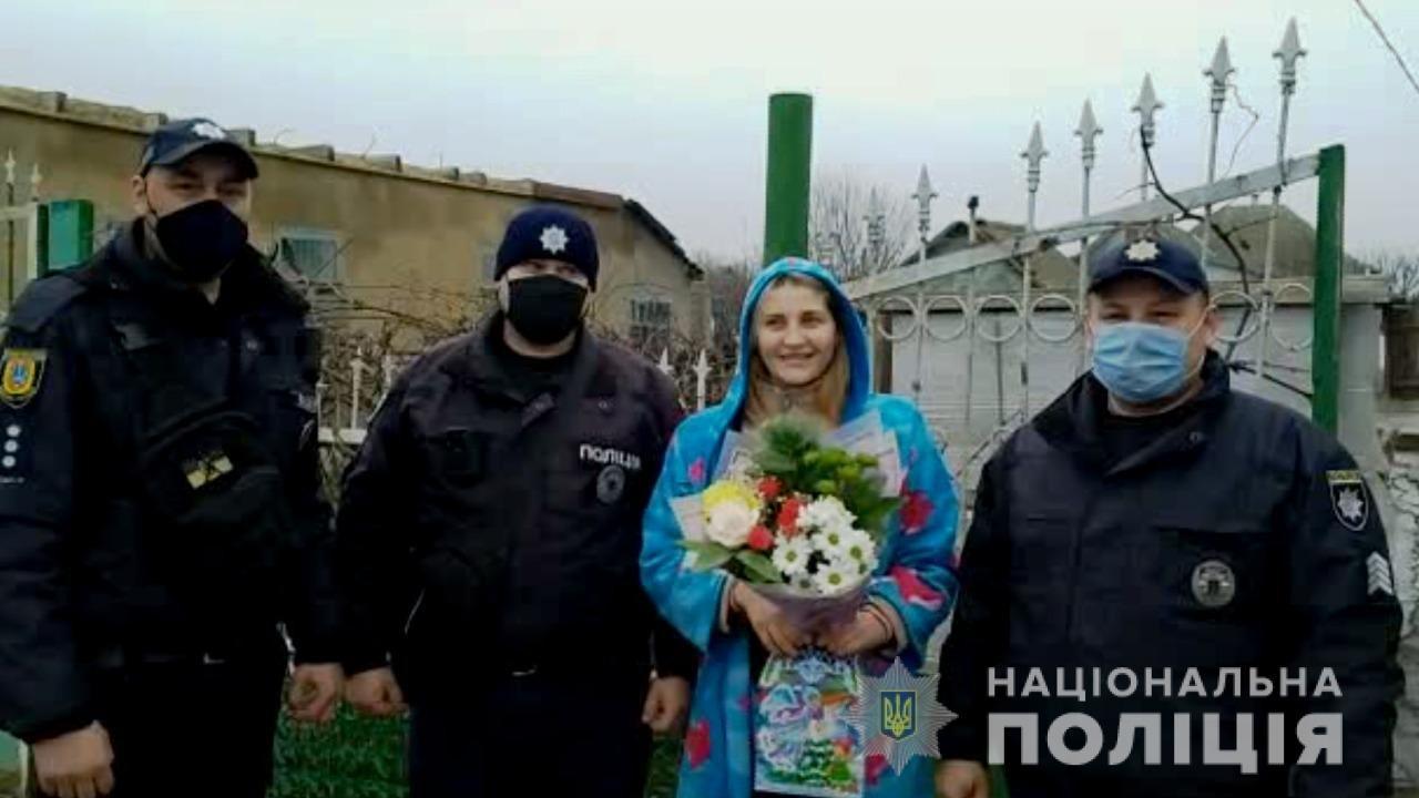 Поперхнулась едой: в Одесской области полицейские спасли задыхающуюся женщину, - ФОТО, фото-1
