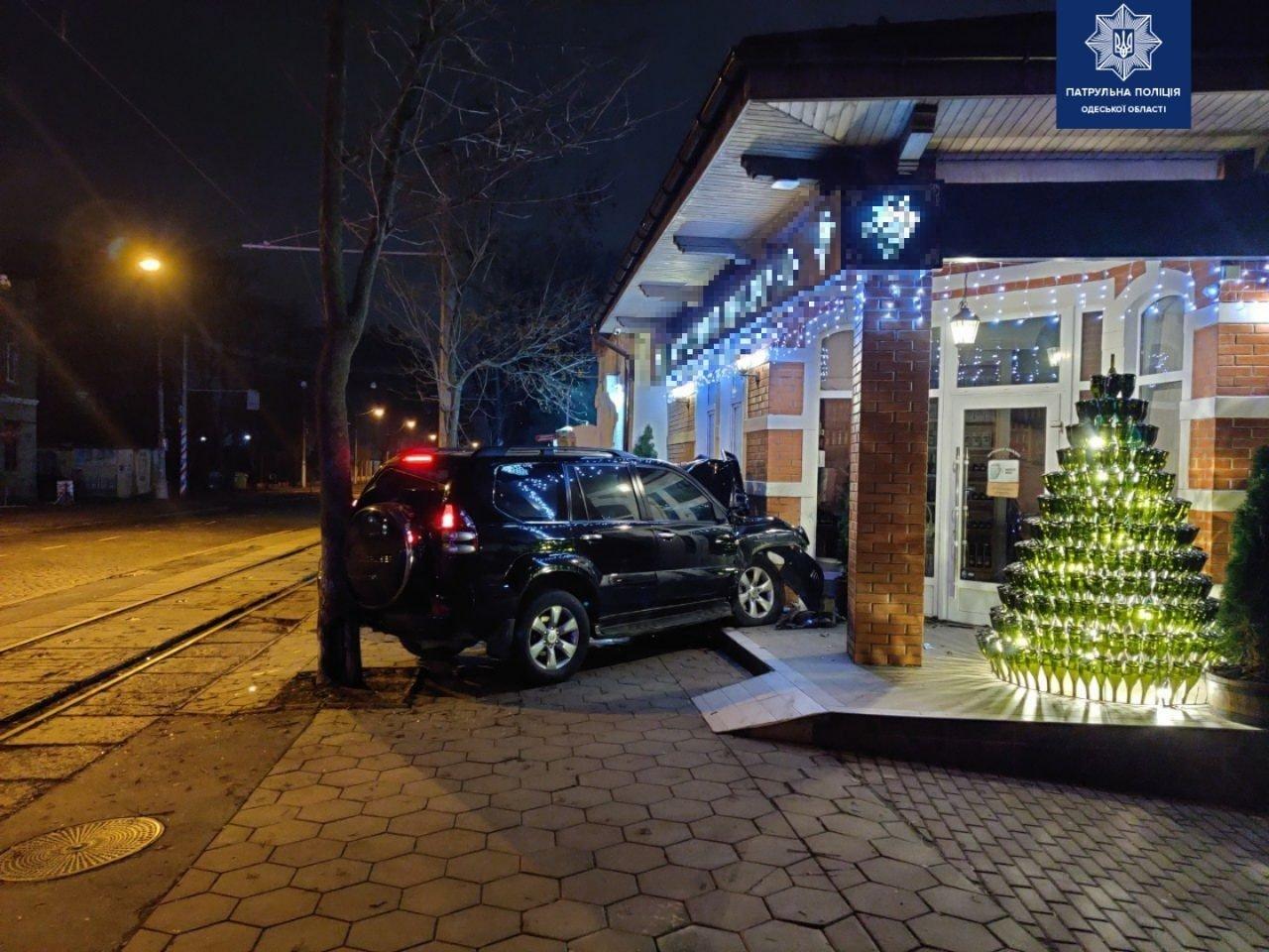 В Одессе автомобиль влетел в магазин, - ФОТО, фото-22