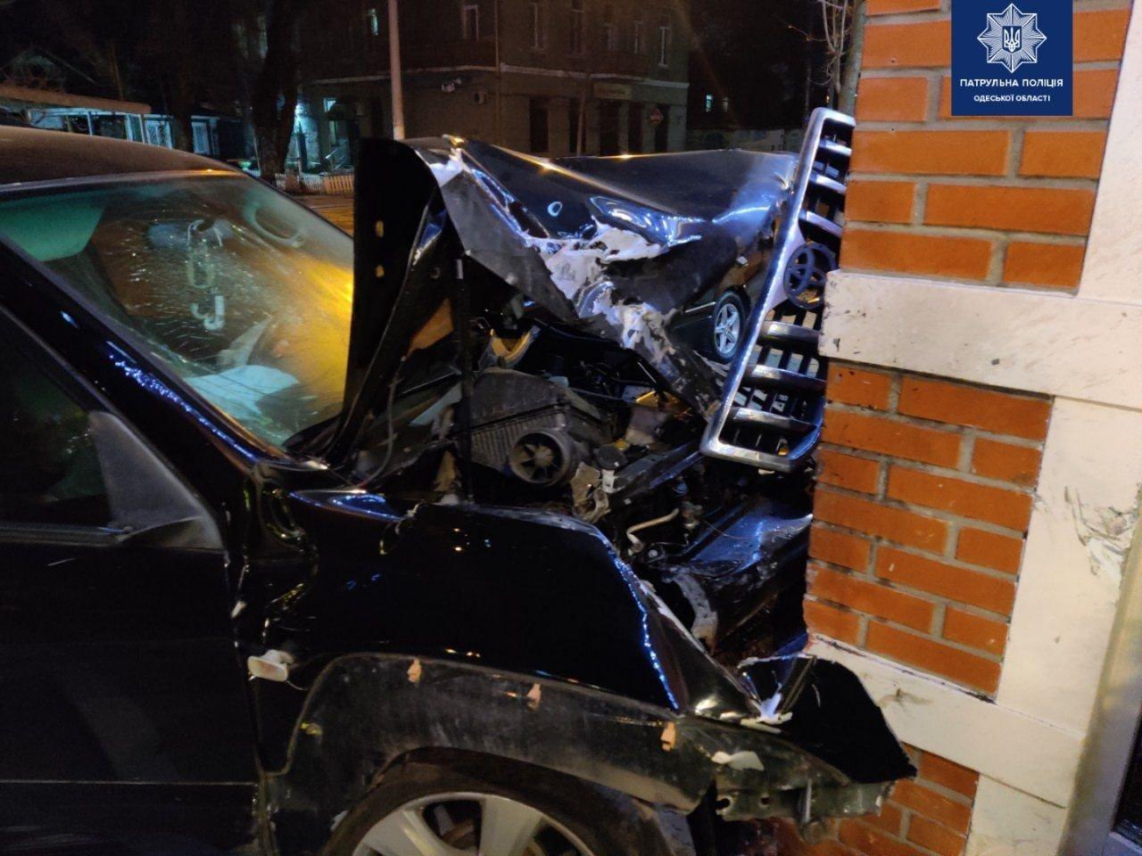В Одессе автомобиль влетел в магазин, - ФОТО, фото-11