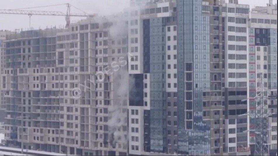 В Одессе тушили пожар в недостроенной многоэтажке, - ФОТО, фото-1