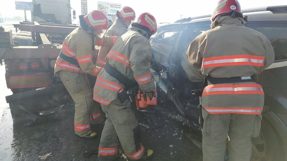 В Одесской области спасатели доставали водителя из машины,..., фото-33