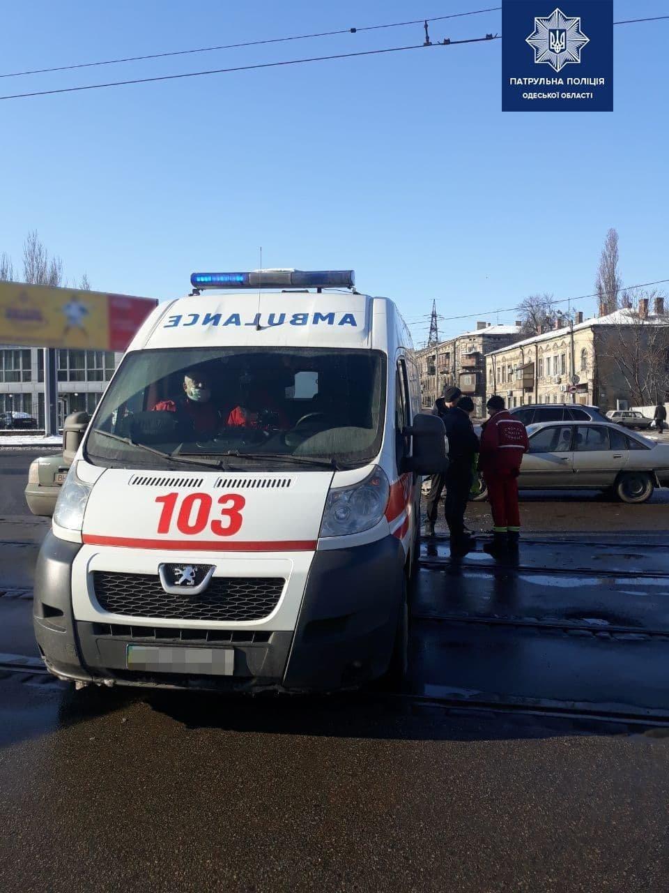 ДТП в Одессе: водитель автомобиля не пропустил скорую с бол..., фото-11