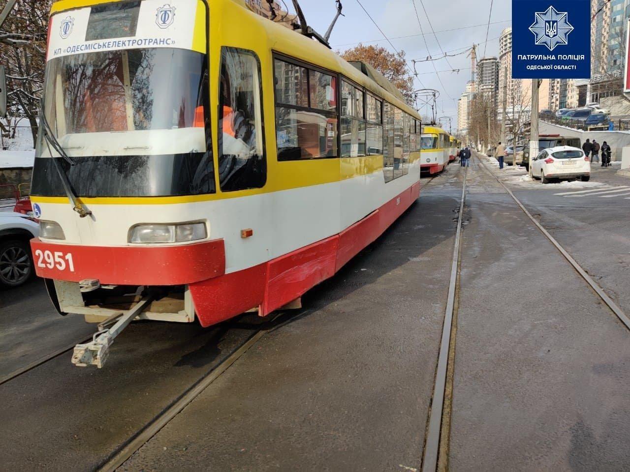 В одесской Аркадии Мерседес столкнулся с трамваем, - ФОТО, фото-11