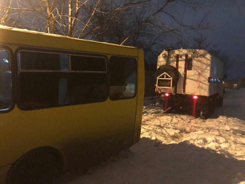В Одессе маршрутка слетела с дороги в кювет, - ФОТО, фото-1