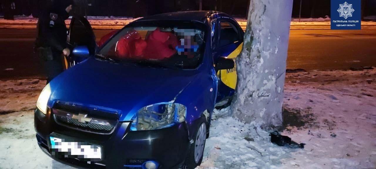 В ночном ДТП на проспекте Шевченко в Одессе пострадали два..., фото-11