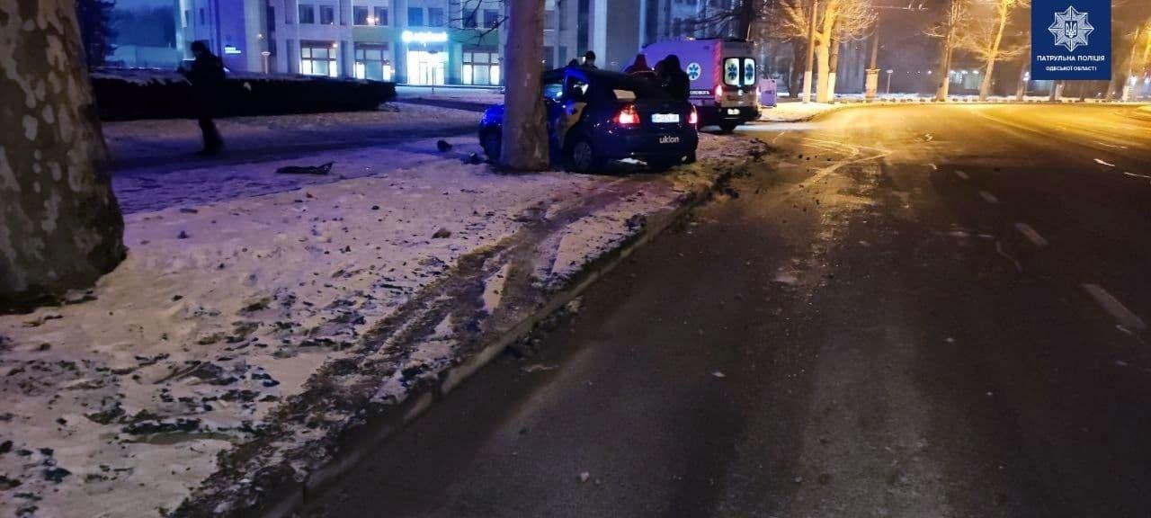В ночном ДТП на проспекте Шевченко в Одессе пострадали два..., фото-22