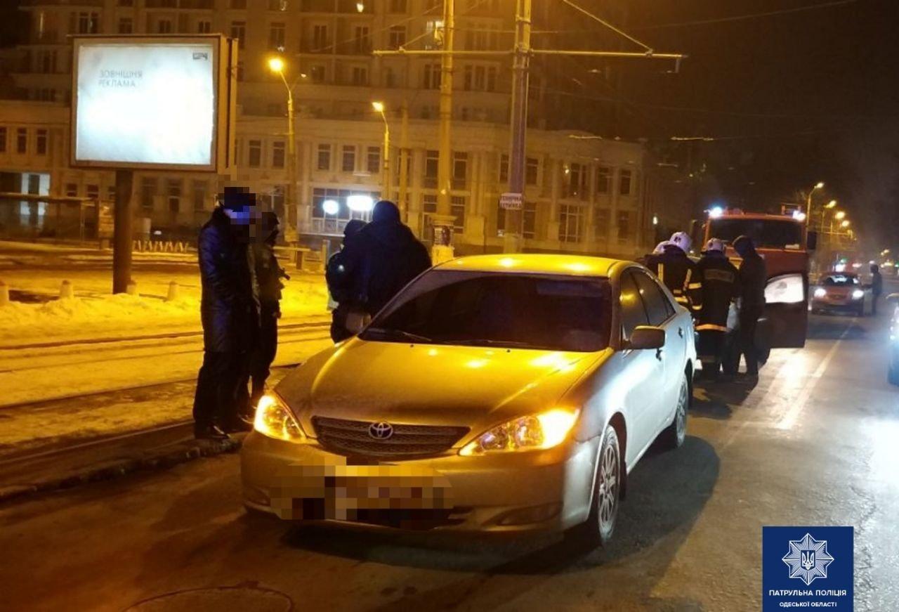 В Одессе в центре сгорел автомобиль, - ФОТО1
