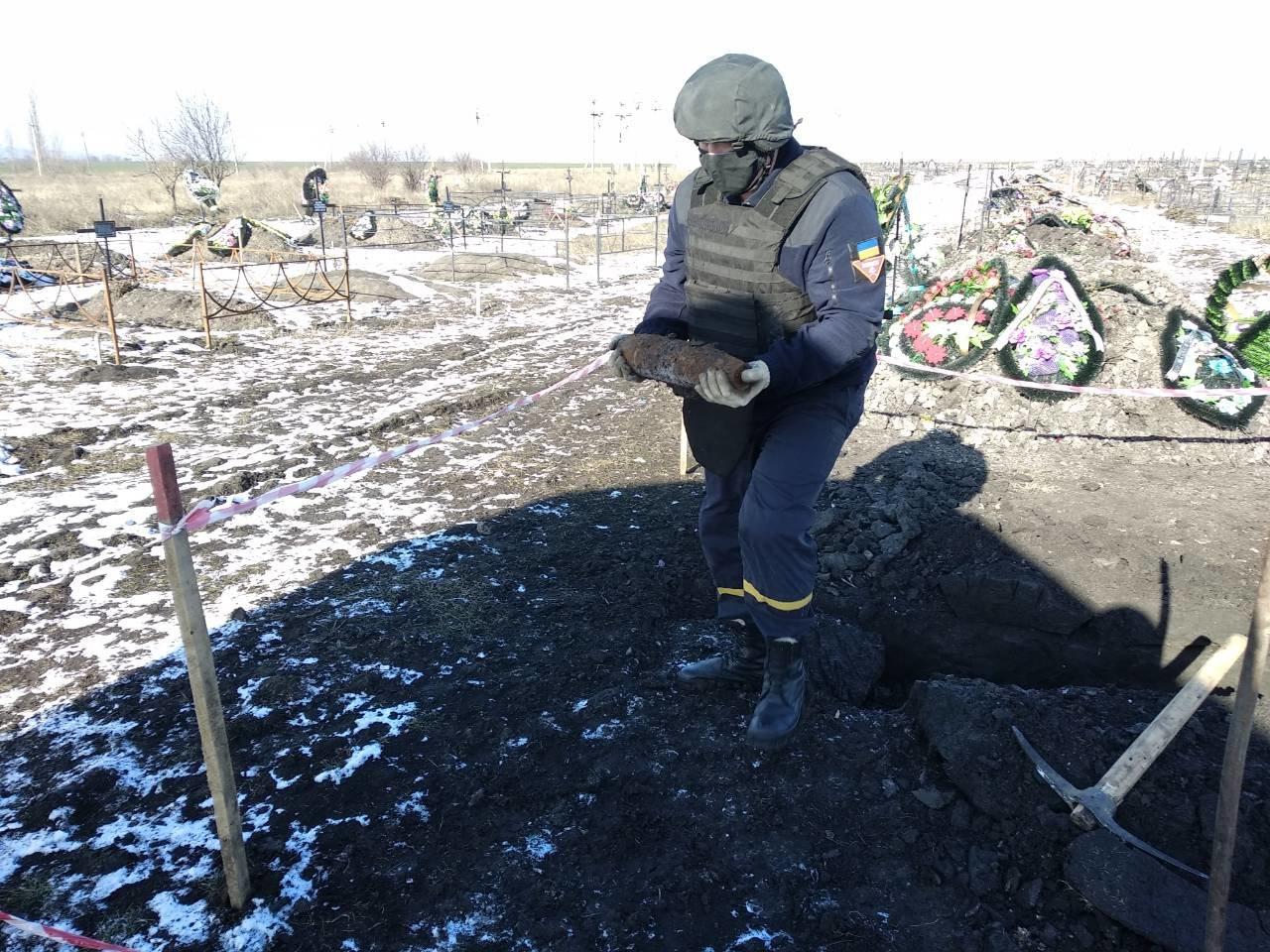 В Одесской области на кладбище нашли артснаряд, - ФОТО, фото-44