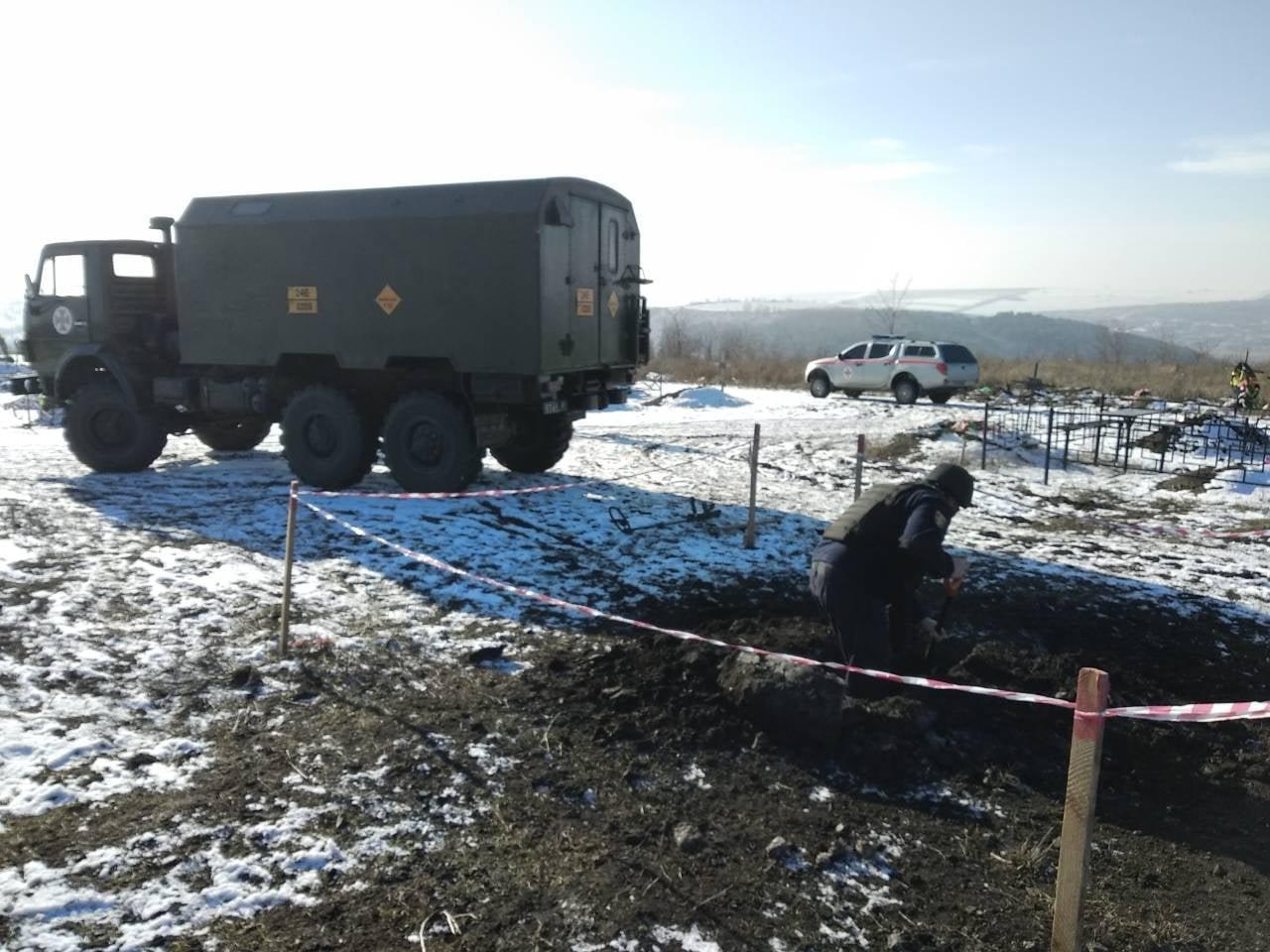 В Одесской области на кладбище нашли артснаряд, - ФОТО, фото-11