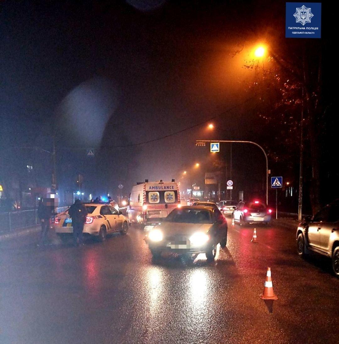 В Одессе водитель сбил двух пешеходов, - ФОТО1