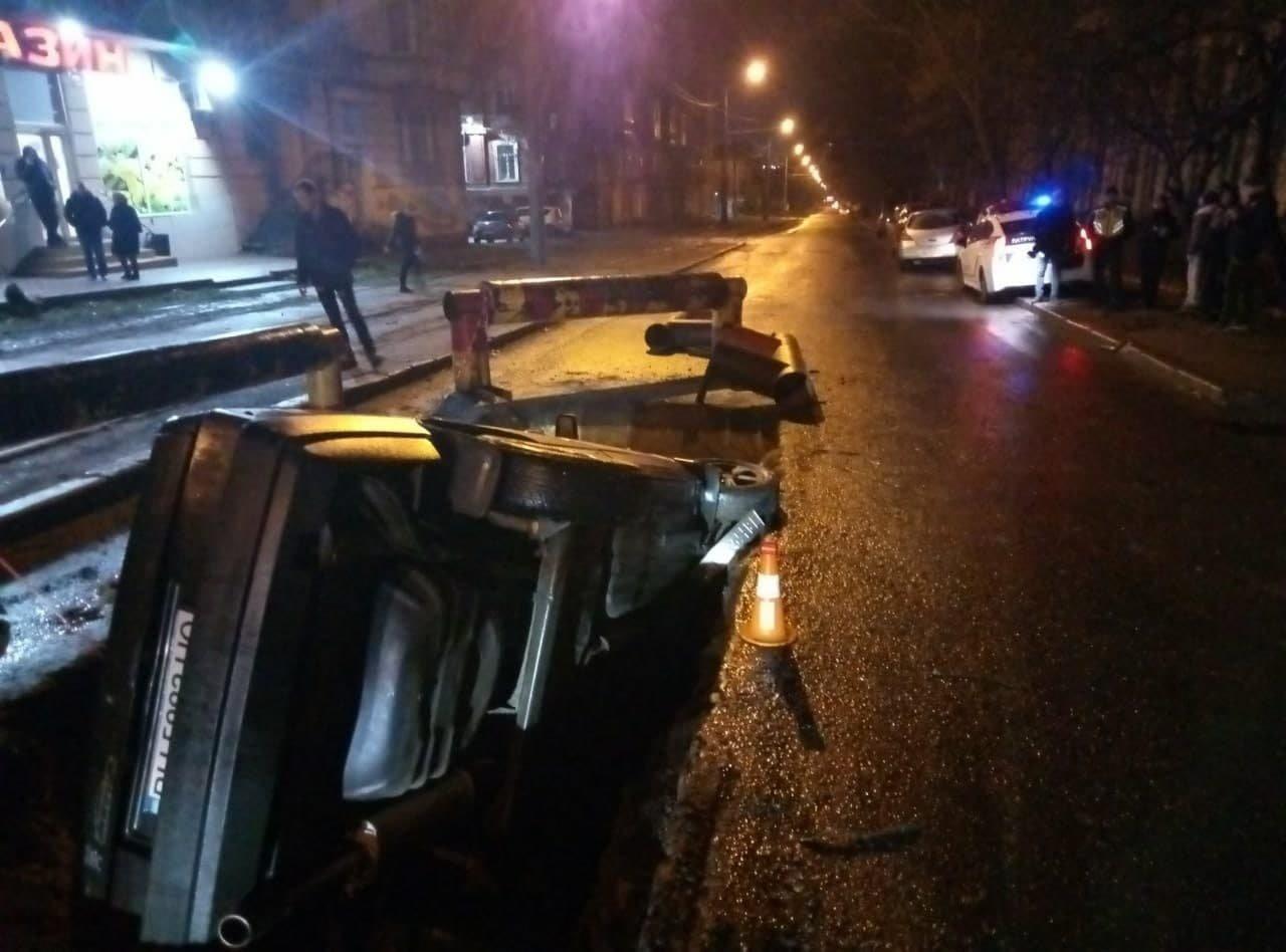 В Одессе машина угодила в вырытую яму, - ФОТО, фото-2