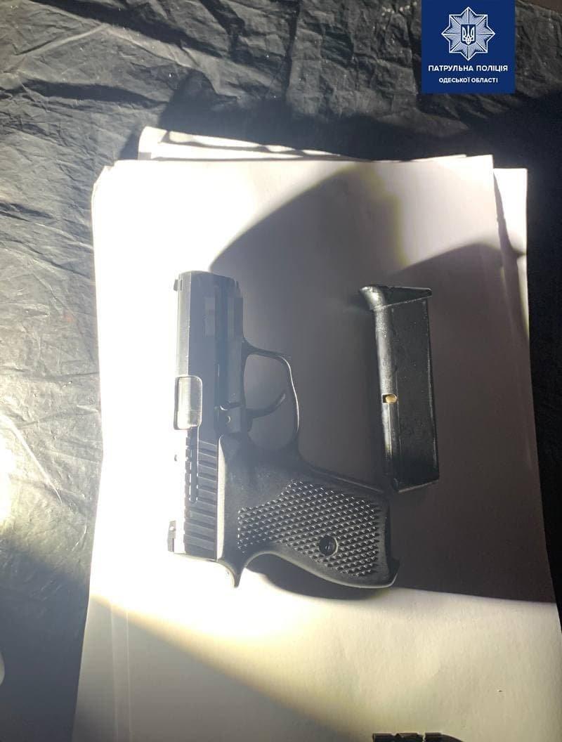 В Одессе задержали автомобиль с пьяным водителем, оружием и..., фото-22