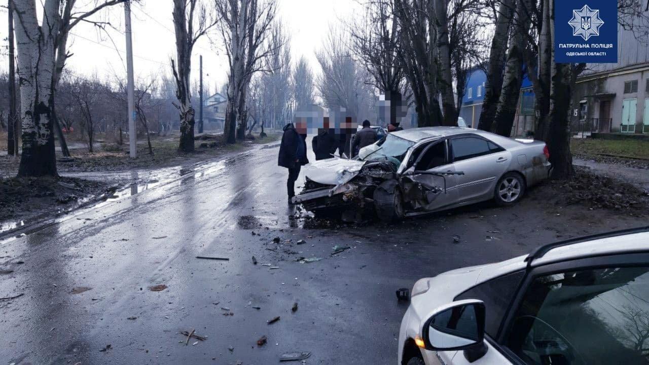 В Одессе водитель врезался в автомобиль и протаранил дерево..., фото-22