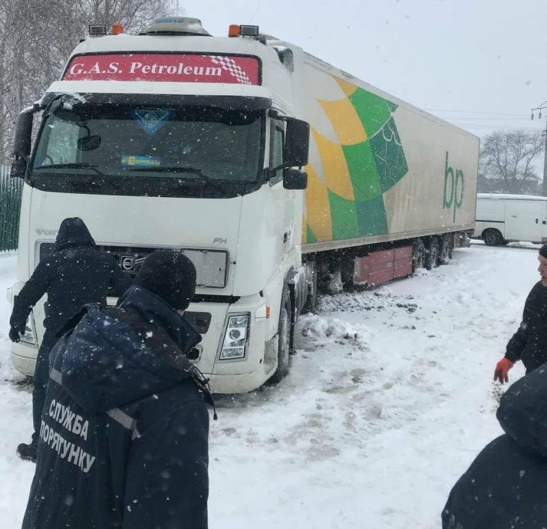 В Одесской области спасатели помогают водителям  в борьбе со стихией, - ФОТО, фото-1