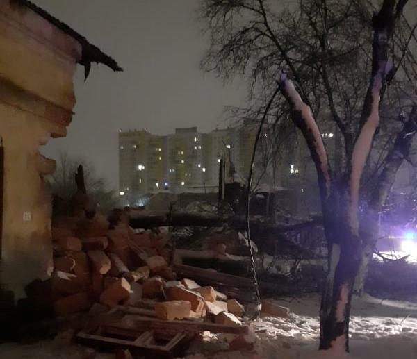 В Одессе упавшее дерево обрушило часть жилого дома, - ФОТО, фото-11