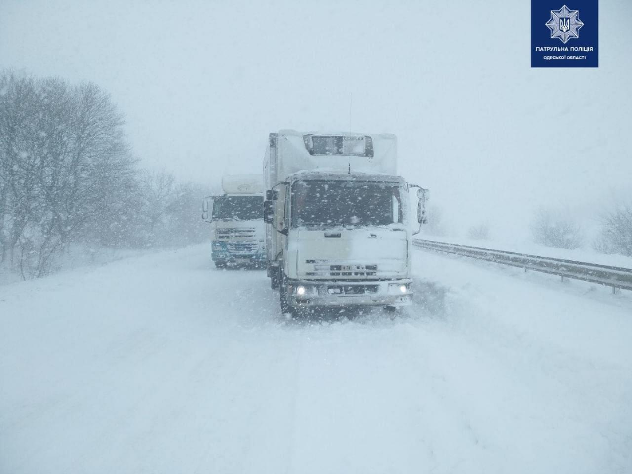 Из-за непогоды временно закрыли часть трассы Одесса-Киев, фото-1