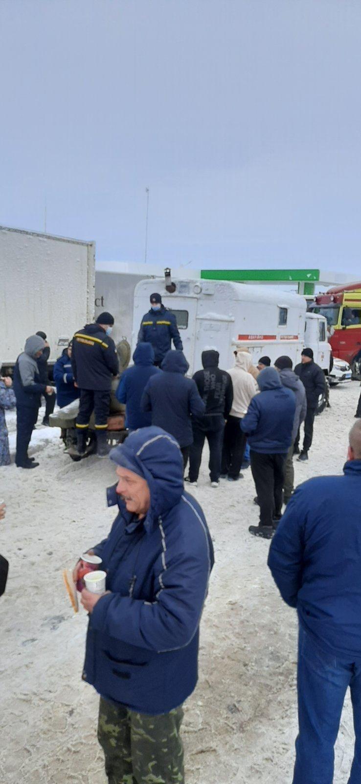 На трассе Одесса-Киев находится 600 грузовиков, - ФОТО, фото-33