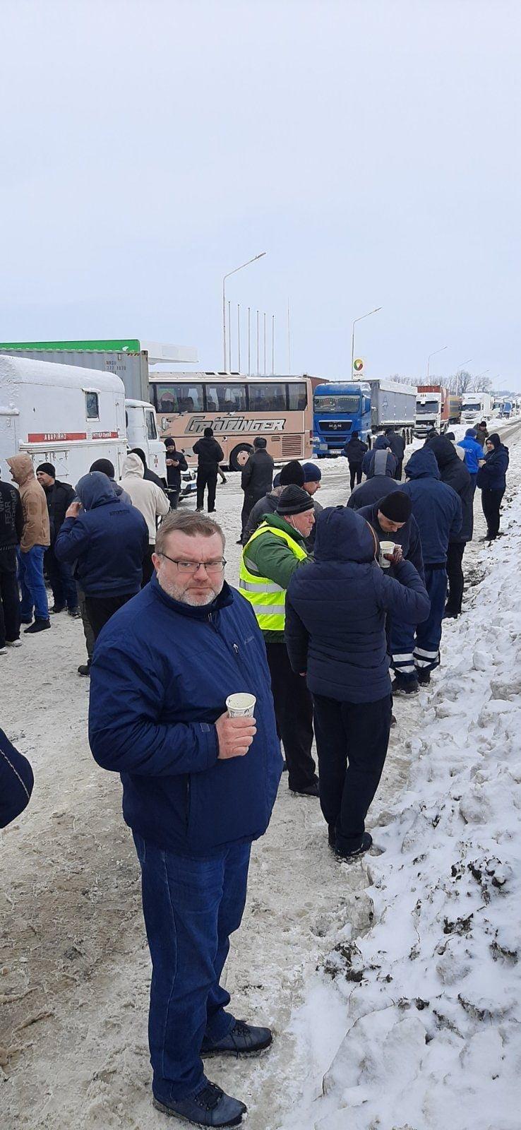 На трассе Одесса-Киев находится 600 грузовиков, - ФОТО, фото-22