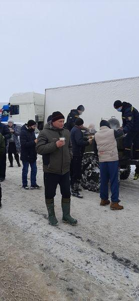 На трассе Одесса-Киев находится 600 грузовиков, - ФОТО, фото-55