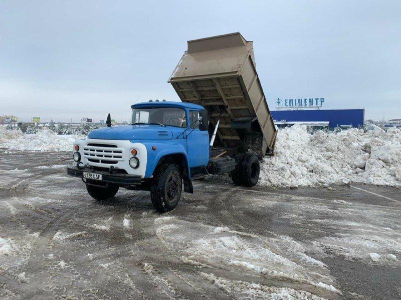 """Засыпало снегом: на одесском рынке """"7 километр"""" работает много спецтехники, - ФОТО , фото-3"""