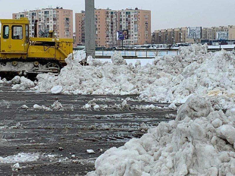 """Засыпало снегом: на одесском рынке """"7 километр"""" работает много спецтехники, - ФОТО , фото-2"""