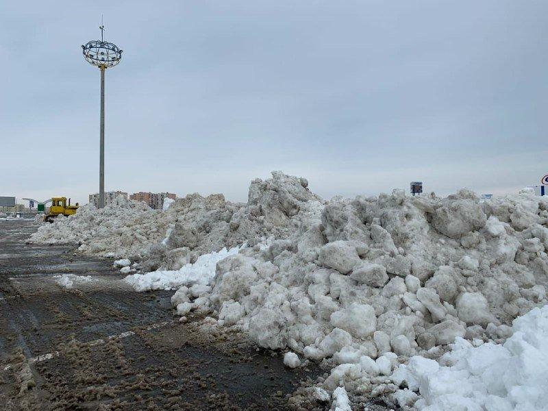 """Засыпало снегом: на одесском рынке """"7 километр"""" работает много спецтехники, - ФОТО , фото-11"""