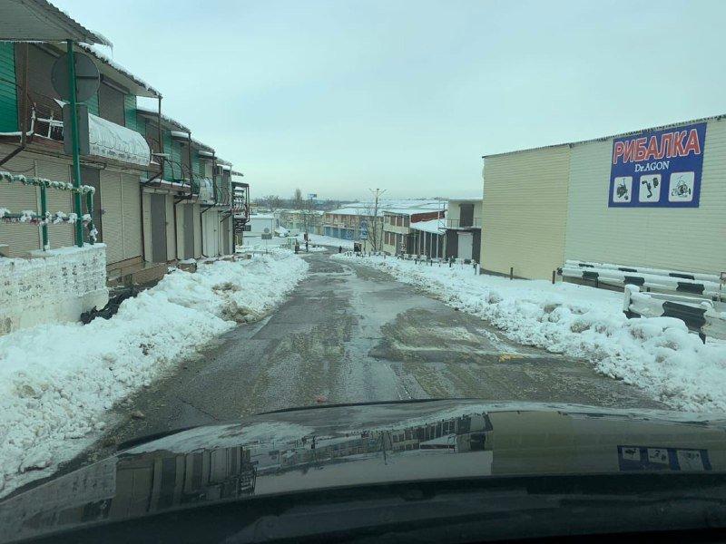 """Засыпало снегом: на одесском рынке """"7 километр"""" работает много спецтехники, - ФОТО , фото-12"""